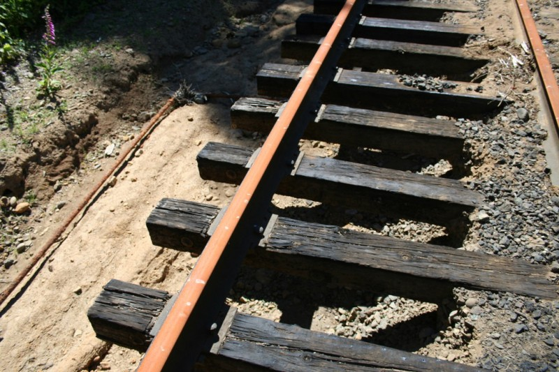 Track with no ground underneath
