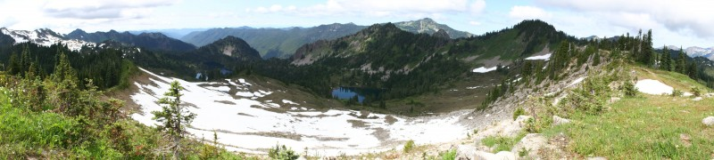 Panoramic view of the valley below the eastern section of the High Divide Trail