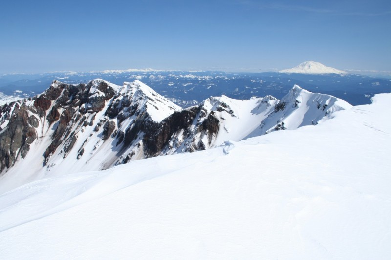 the snowy rim of mt st helens looking sort of into the crater