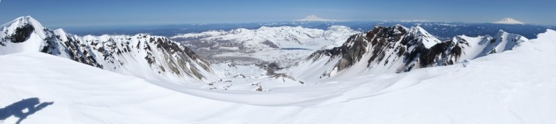 panoramic view of the rim and crater of mt st helens and the view to the north