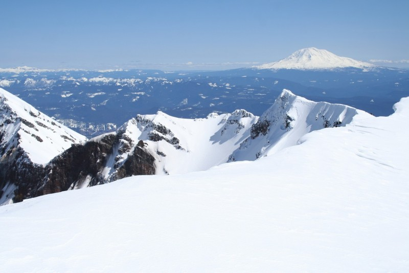 closer view of the eastern side of the rim of mt st helens and mt adams in the background